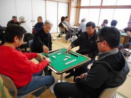 吉島地区世代間交流事業麻雀大会の様子