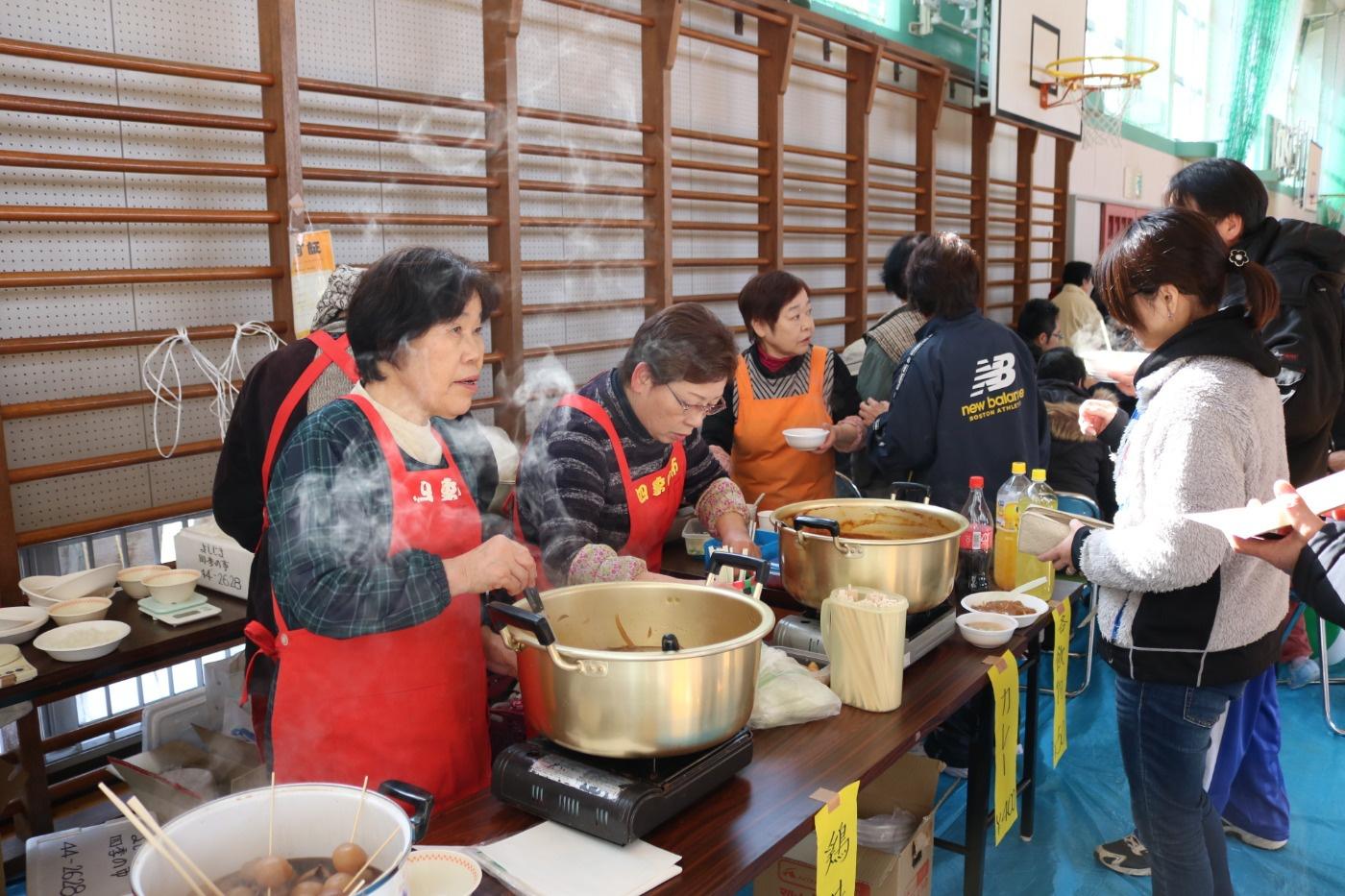 よしじま四季の市のみなさんの売店の様子|第29回吉島地区冬季スポーツレクリエーション大会