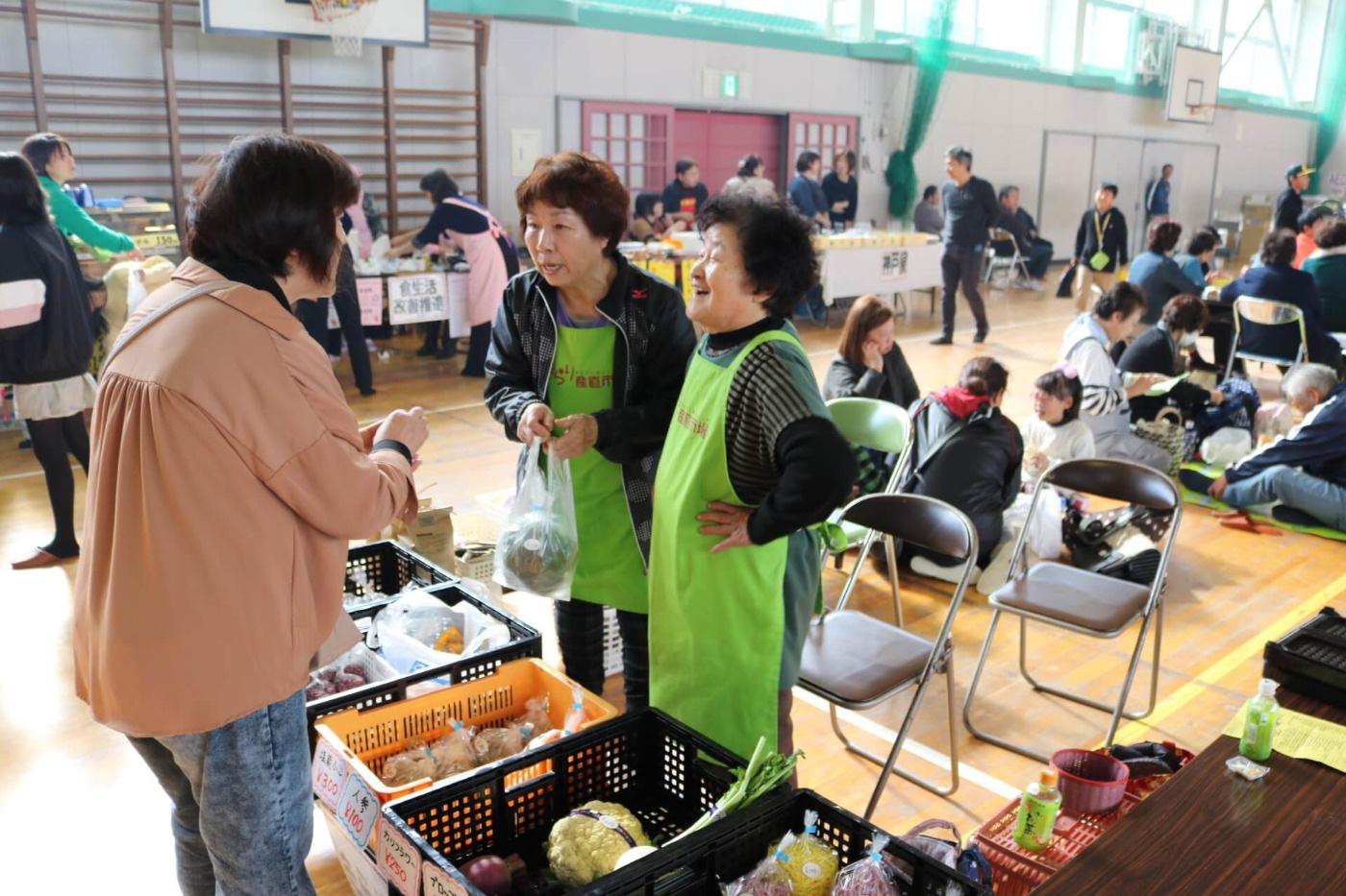吉島ふれあい祭2019:地元のおいしいものが勢揃いした出店ブースの様子