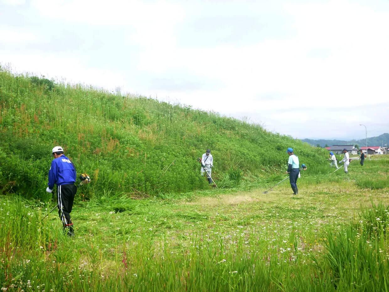 緑化推進事業:草刈りの様子