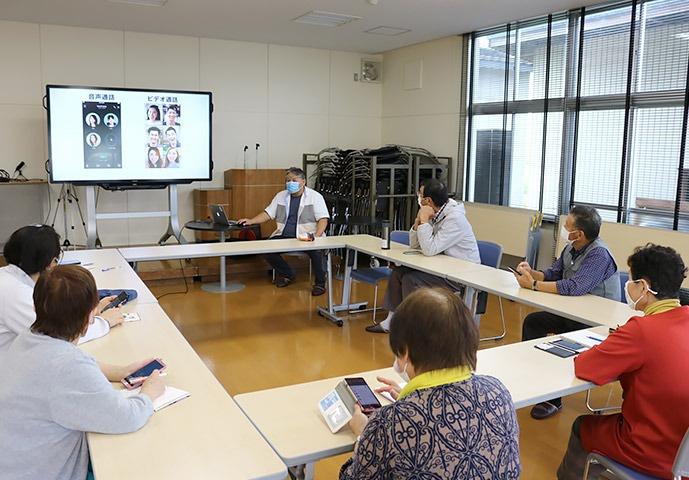 写真:吉島地区趣味の講座「みんなで顔を見ながら話そう!SNSでビデオ通話講座」の様子