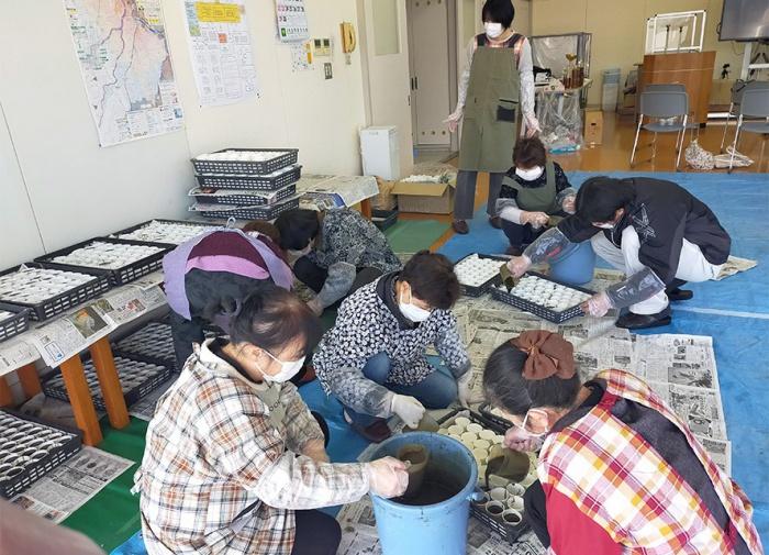 写真:身近な生活環境を考えるエコ活動「EMせっけんづくり講習会」の様子