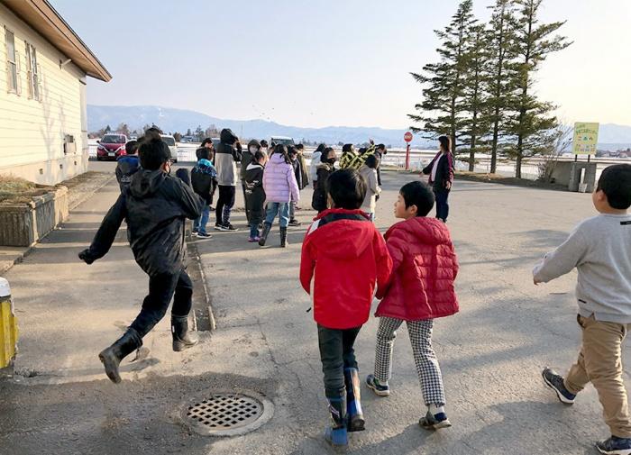写真:地区交流センター・児童クラブきらり合同避難訓練の様子