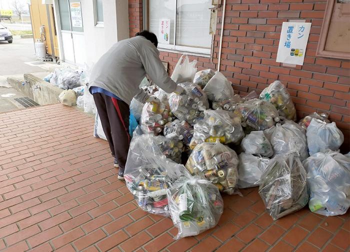 写真:冬期間の「資源ごみ」回収の様子